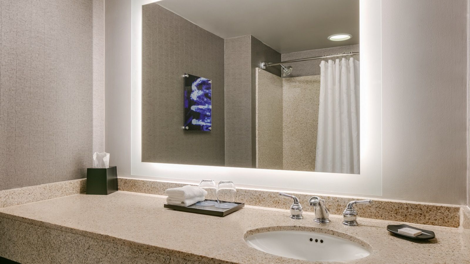 Club Level Guestroom - Traditional Bathroom