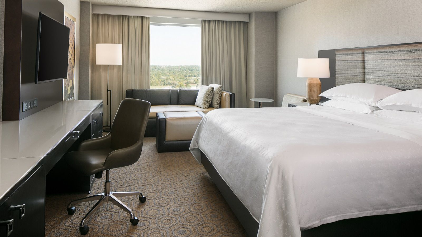 Club Level Guestroom - Traditional King